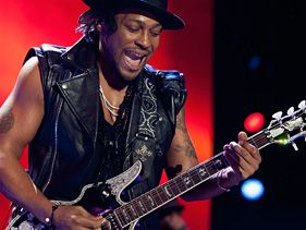 D'Angelo performs at the 2012 Essence Music Festival